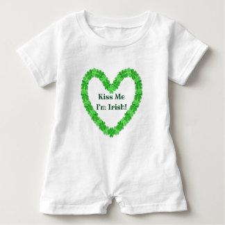 Küssen Sie mich, den ich irisch bin Baby Strampler