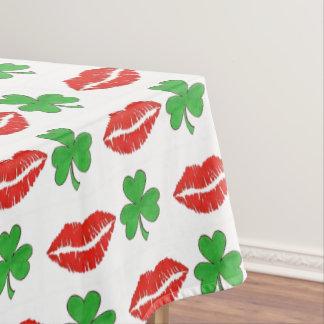 Küssen Sie mich, den ich irischen Tischdecke