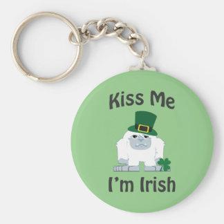 Küssen Sie mich, den ich irischer Yeti bin Schlüsselanhänger