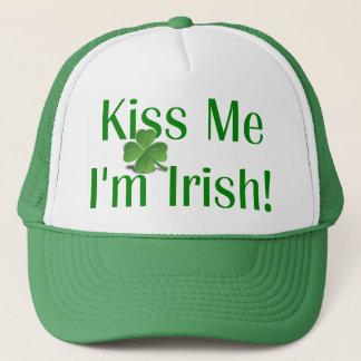 Küssen Sie mich, den ich irisches Kleeblatt bin Truckerkappe