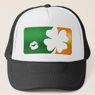 Küssen Sie mich, den ich irisches Logo bin Truckerkappe