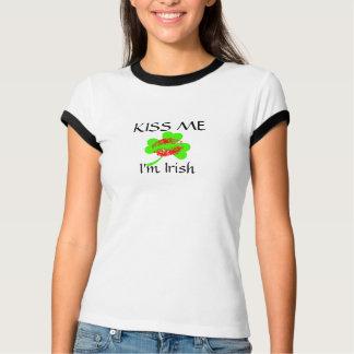 Küssen Sie mich, den ich irisches Wecker-T-Stück T-Shirt
