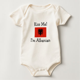 Küssen Sie mich! Ich bin albanisch Baby Strampler