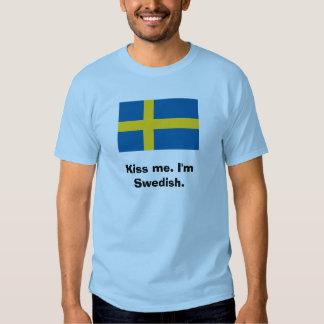 Küssen Sie mich. Ich bin schwedisch T Shirts