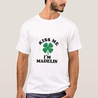 Küssen Sie mich, Im MADELIN T-Shirt