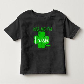 küssen Sie mich Iren im Kleinkind T-shirt