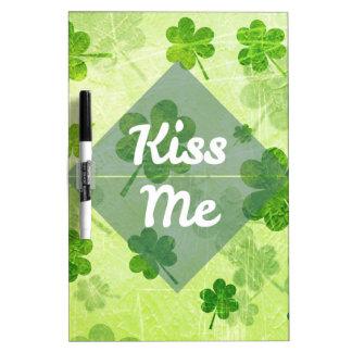 Küssen Sie mich Kleeblatt Trockenlöschtafel