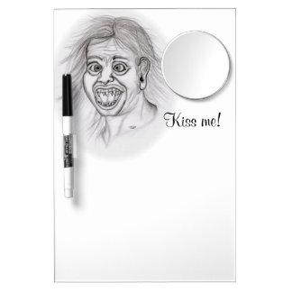 Küssen Sie mich! Zeichnen Sie das Zeichnen des Trockenlöschtafel Mit Spiegel