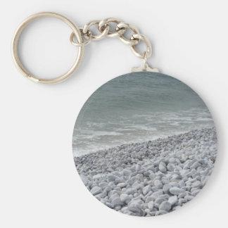 Küste des Strandes an einem bewölkten Tag am Schlüsselanhänger