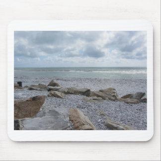 Küste des Strandes mit Segelbooten auf dem Mousepad