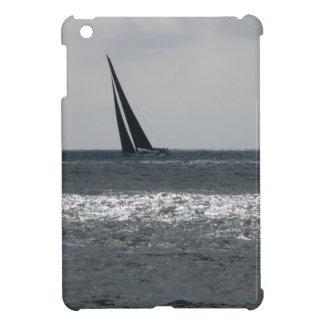 Küste des Strandes während des Regatta am Sommer iPad Mini Hülle