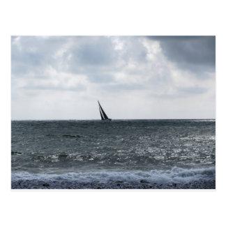 Küste des Strandes während des Regatta am Sommer Postkarte