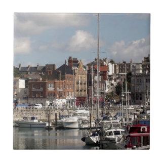 Küsten-Hafen und Segelboote Keramikfliese