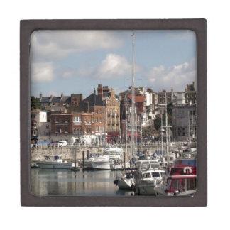Küsten-Hafen und Segelboote Schachtel