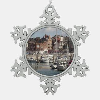 Küsten-Hafen und Segelboote Schneeflocken Zinn-Ornament