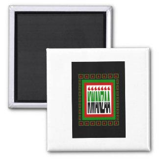 Kwanzaa-Spalte mit 7 Flammen u. verzierte Rahmen Quadratischer Magnet