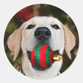Labrador-Weihnachtsball Runder Aufkleber