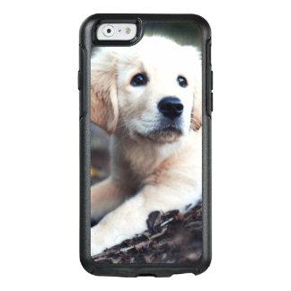 Labrador-Welpe, der im Garten spielt OtterBox iPhone 6/6s Hülle
