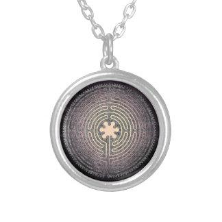 Labyrinth Halskette Mit Rundem Anhänger
