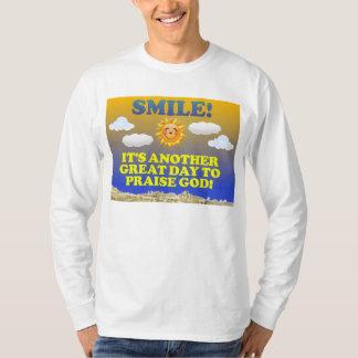 Lächeln! Es ist ein anderer großer Tag, zum des T-Shirt