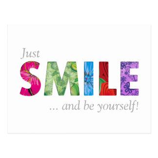 Lächeln-glückliches Zitat 02 - seien Sie sich Postkarte