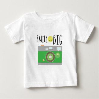 Lächeln groß baby t-shirt