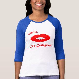 Lächeln, ist es ansteckend T-Shirt