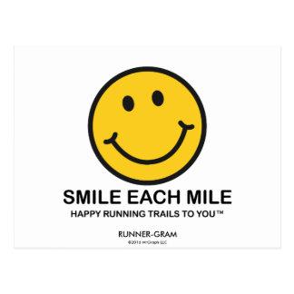 """Lächeln jede Meile/""""glückliches laufendes"""" Postkarte"""