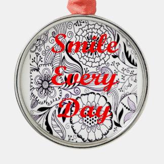 Lächeln jeder Tag Silbernes Ornament