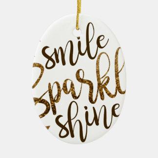 Lächeln, Schein, Glanz Ovales Keramik Ornament