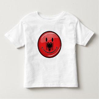 Lächelnde albanische Flagge Kleinkinder T-shirt