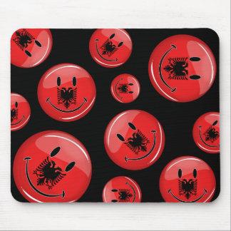 Lächelnde albanische Flagge Mousepad