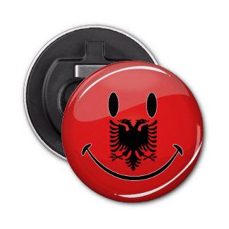 Lächelnde albanische Flagge Runder Flaschenöffner