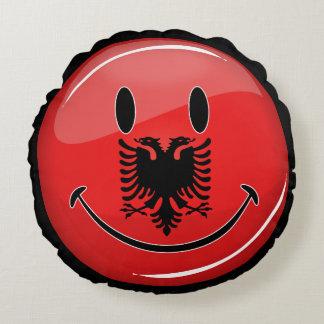 Lächelnde albanische Flagge Rundes Kissen