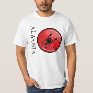 Lächelnde albanische Flagge Tshirt