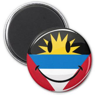 Lächelnde Antigua und Barbuda-Flagge Runder Magnet 5,7 Cm