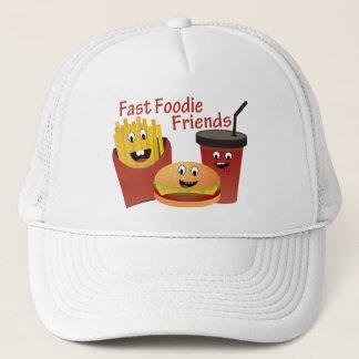 Lächelnde schnelle Feinschmecker-Freunde Truckerkappe