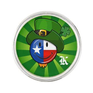 Lächelnde Texan-Flagge mit St Patrick Tag Anstecknadel