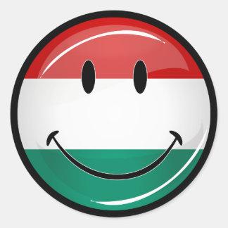 Lächelnde ungarische Flagge Runder Aufkleber