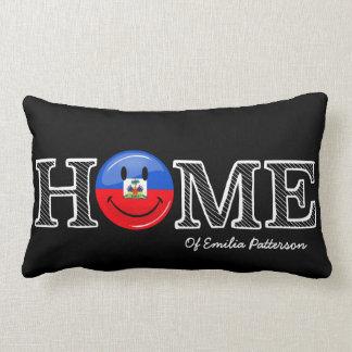 Lächelnder haitianischer FlaggeHousewarming Lendenkissen