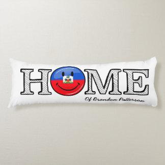 Lächelnder haitianischer FlaggeHousewarming Seitenschläferkissen