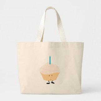 Lächelnder kleiner Kuchen mit einer blauen Kerze Einkaufstaschen