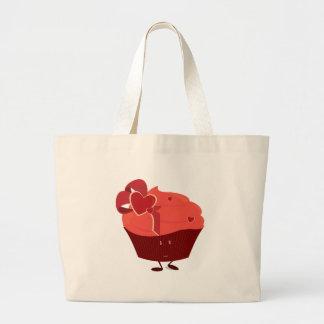 Lächelnder kleiner Kuchen mit Herzdekoration Taschen