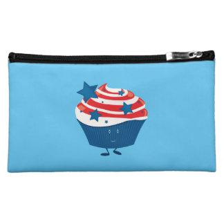 Lächelnder roter weißer und blauer kleiner Kuchen Kosmetiktasche