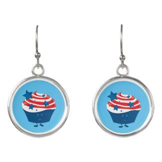 Lächelnder roter weißer und blauer kleiner Kuchen Ohrringe