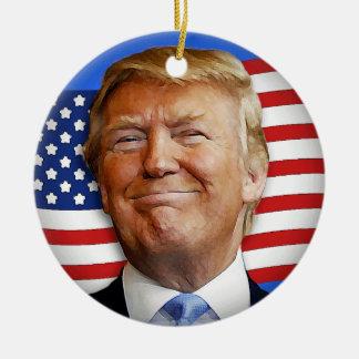 Lächelnder Trumpf Keramik Ornament