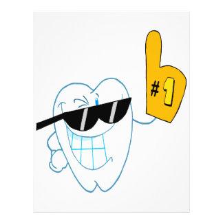 Lächelnder Zahn-Cartoon-Charakter Nr. eine Flyerdesign