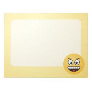 Lächelndes Gesicht mit offenem Mund Notizblock