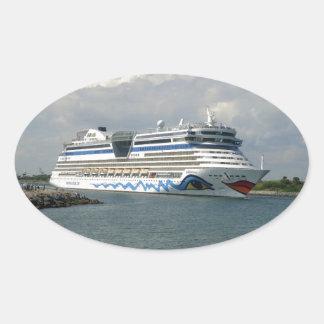 Lächelndes Schiff Ovaler Aufkleber