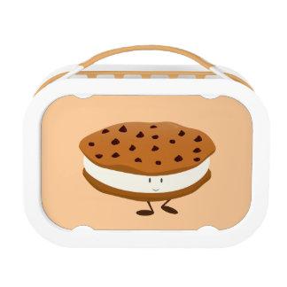 Lächelndes Schokoladensplitterplätzchensandwich Brotdose